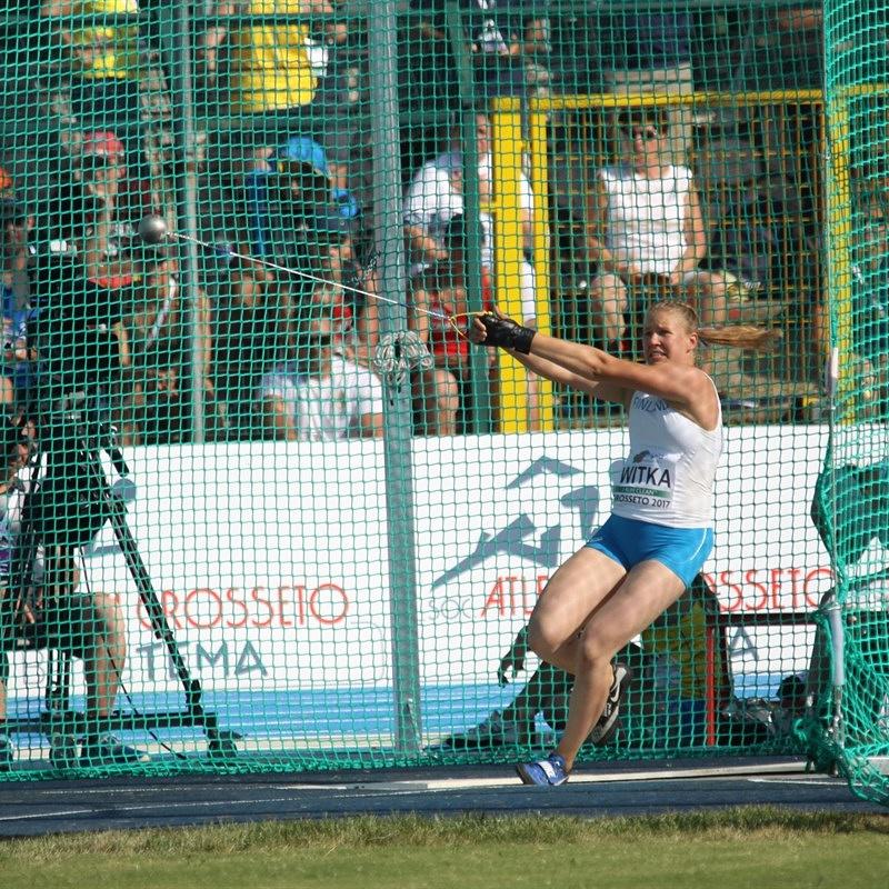 Johanna EM-kisoissa kilpailemassa moukarinheitossa.