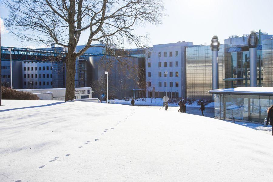 Tampereen yliopisto talvella PinniB