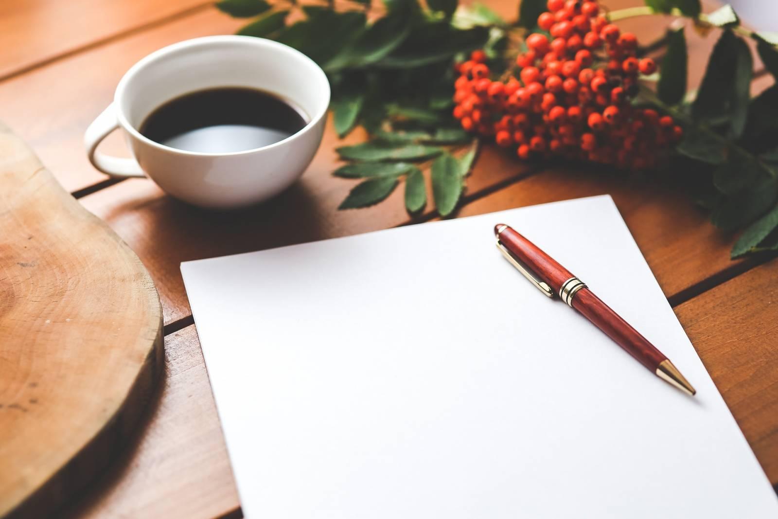 paperi, kynä, kahvikuppi