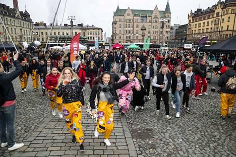 Students in Keskustori square in Appro event.
