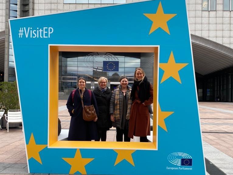 Brysselissä UAccesS-hankkeen valmistelumatkalta. Kuvassa ovat vasemmalta alkaen Katri Salminen, Kirsi Viskari, Camilla Kalevo ja Noora Kahra